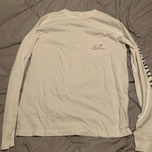 White long sleeve vineyard vines shirt